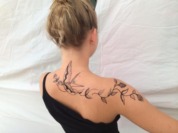 tatouage éphémère au jagua dos femme