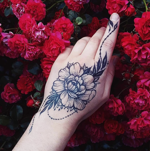 tatouage éphémère au jagua fleur femme