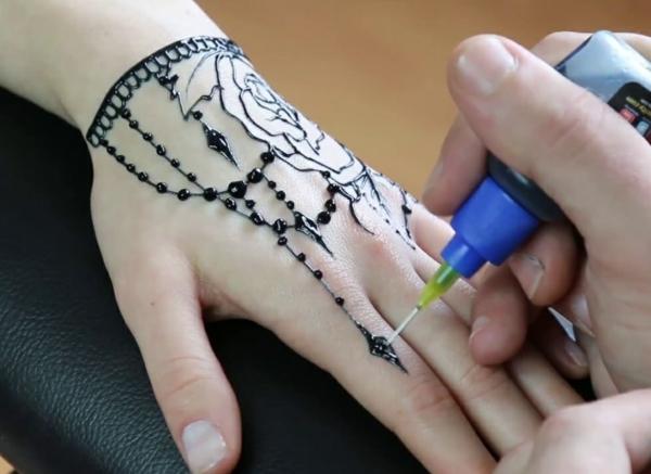 tatouage éphémère femme jagua