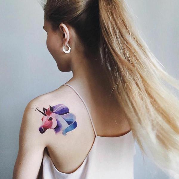 tatouage éphémère omoplate femme aérographe