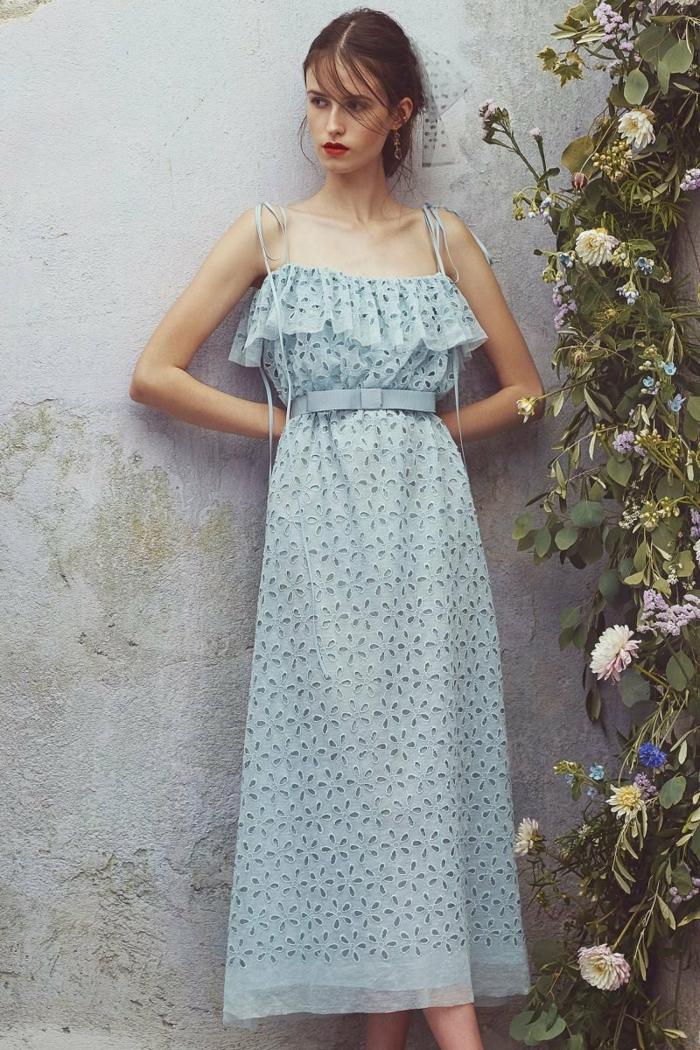 tenue élégante avec une belle robe estivale