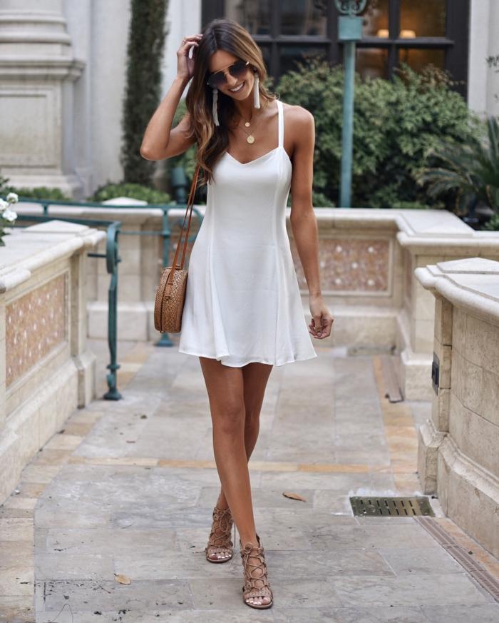 tenue élégante robe estivale blanche