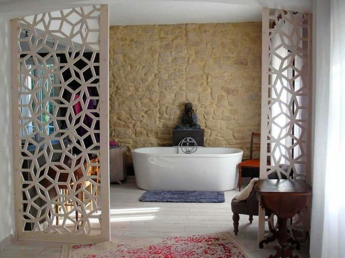 touche design dans la salle de bains claustra