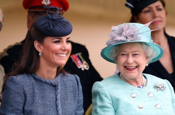 Élisabeth II Kate et la reine ensemble