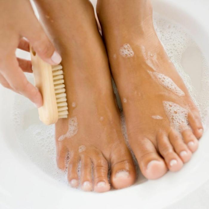 éliminer la peau morte pour avoir de belles jambes