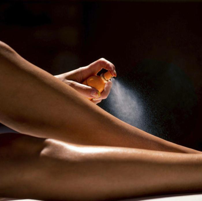 auto bronzant sur les jambes en spray idée avoir de belles jambes