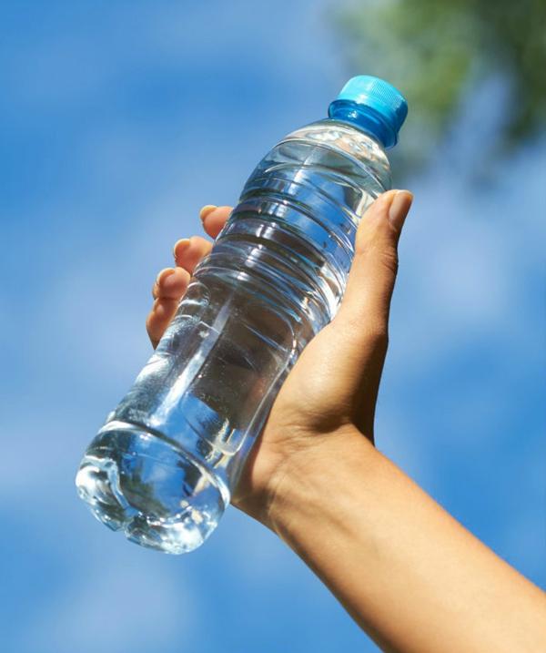 bouteille d'eau comestible alternative des bouteilles en plastique