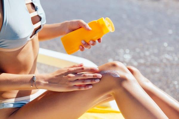 brûler au soleil appliquer de la crème