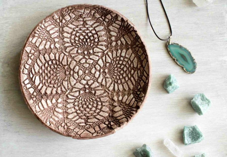 bricolage avec un napperon assiette décorée diy