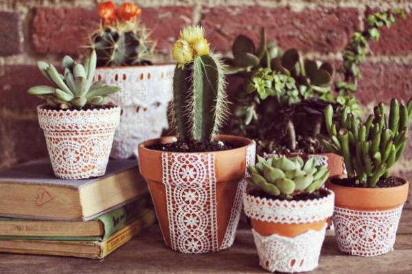 bricolage avec un napperon déco pot de fleurs diy