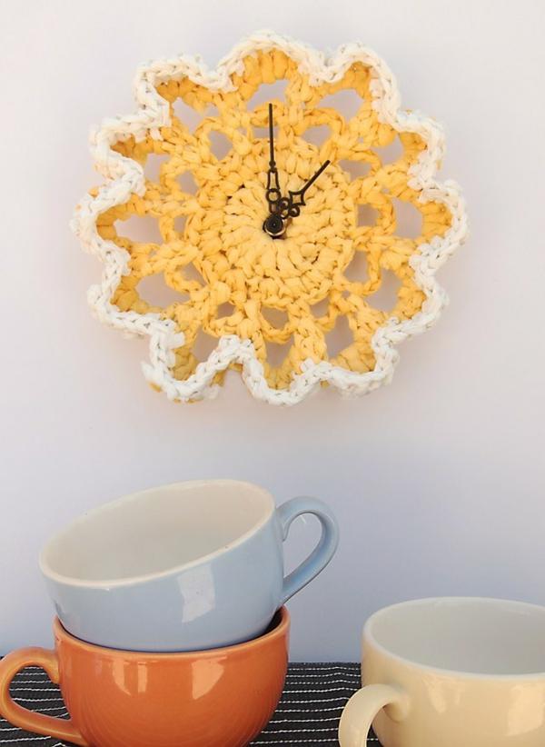 bricolage avec un napperon horloge diy