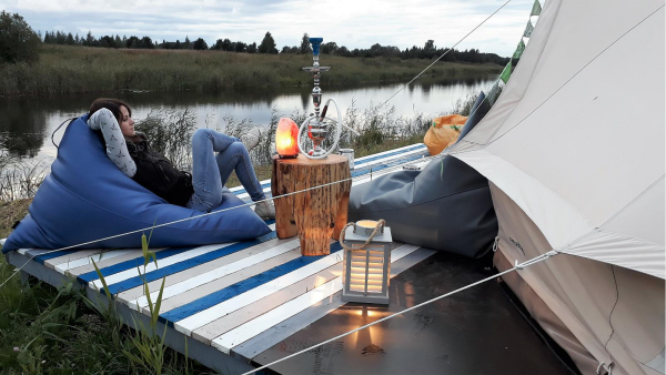camping luxe à la pêche