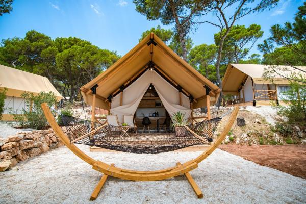 camping luxe en bois et en bambou