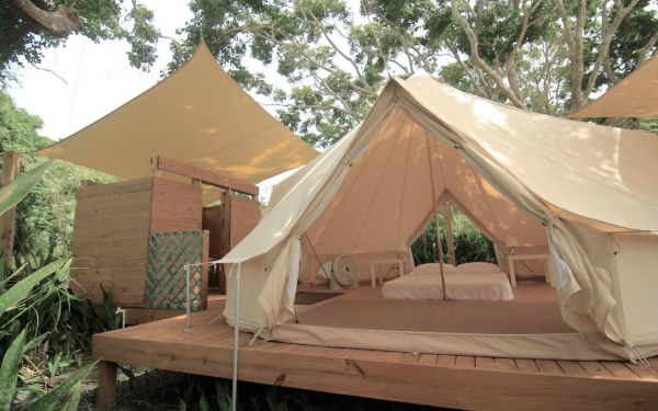 camping luxe salle de bains à côté