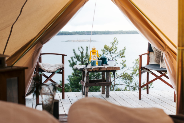 camping luxe vue sur le lac