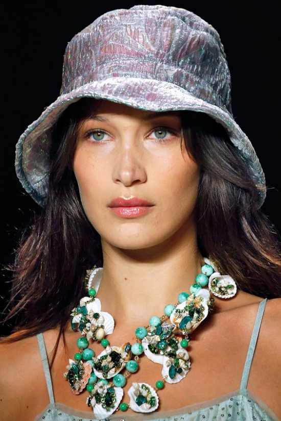 chapeau femme forme de seau