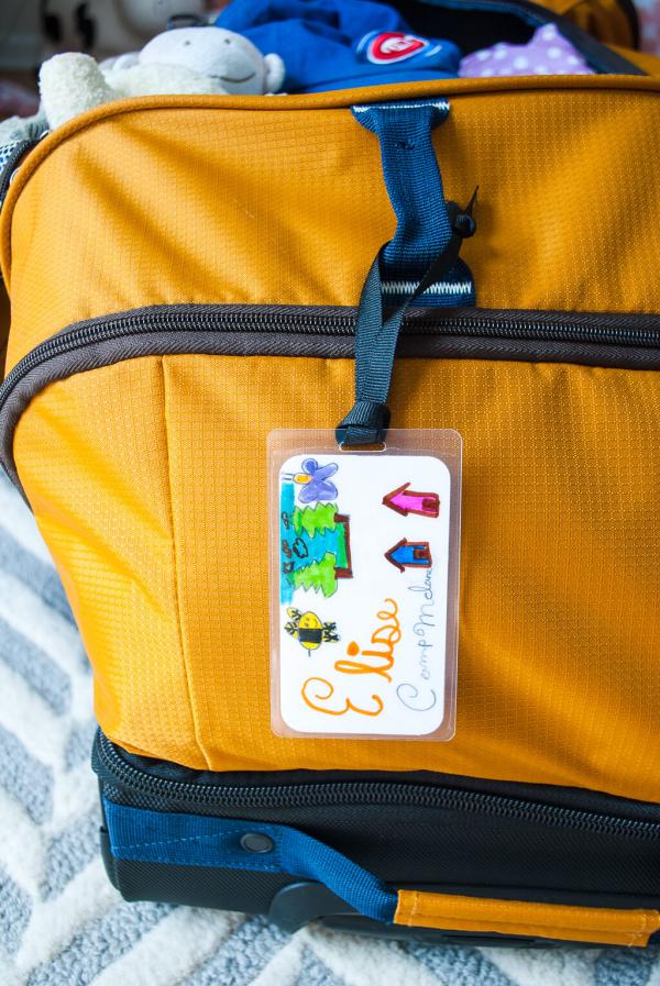 comment bien préparer sa valise étiqueter le sac à dos