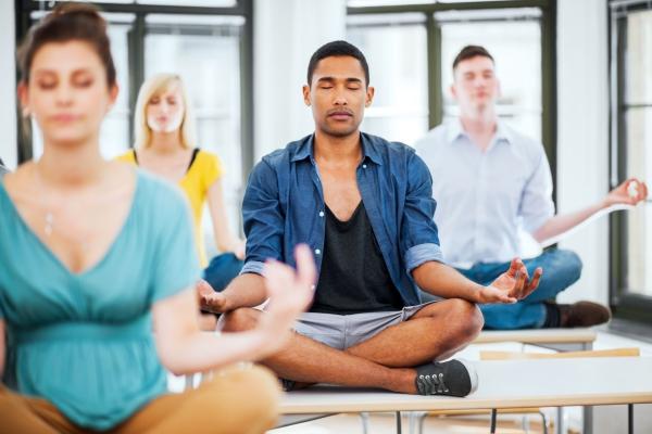 comment gérer le stress du yoga au bureau