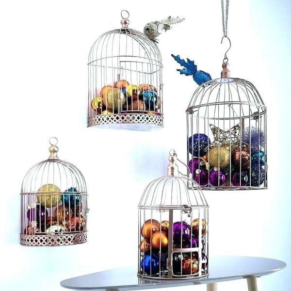 déco cage oiseau pleine de boules de noël
