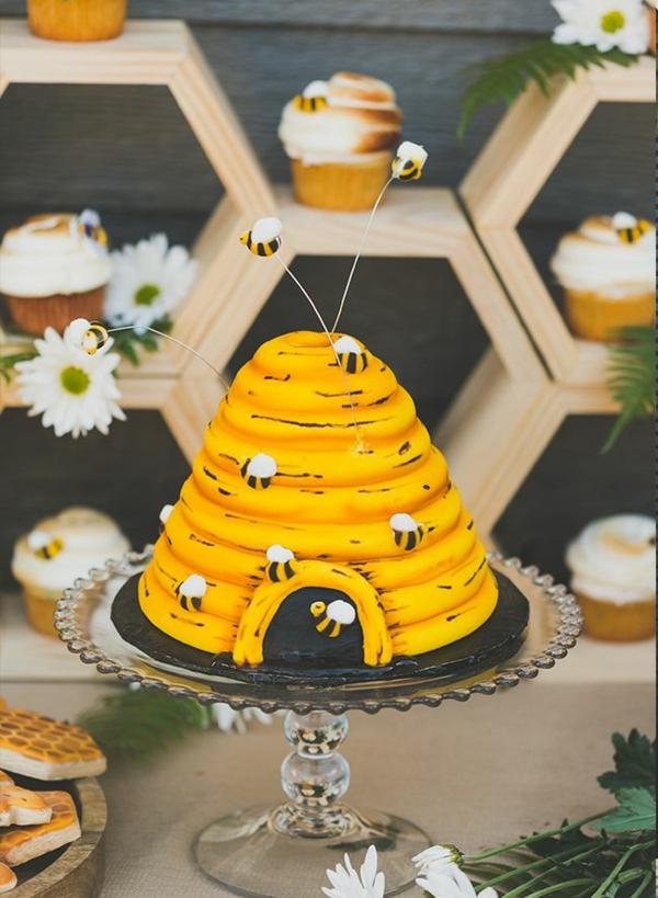 fête d'anniversaire gâteau nid d'abeille