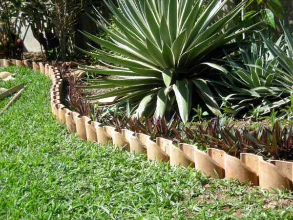 fabriquer déco jardin en tuiles de terre cuite bordure d'allée jardin
