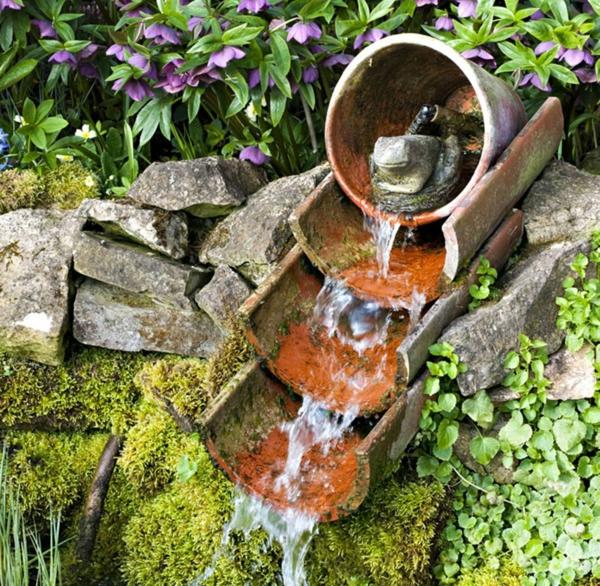 fabriquer déco jardin en tuiles de terre cuite cascade diy