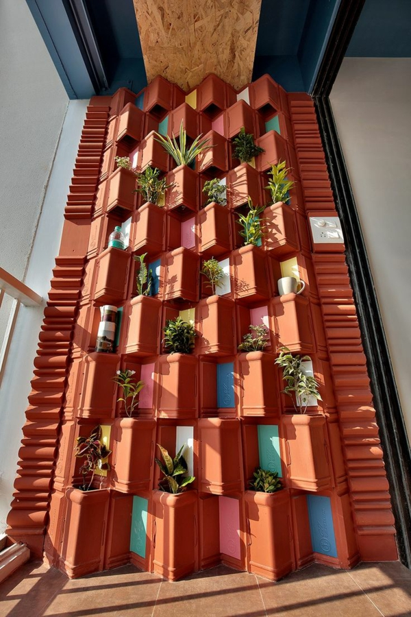 fabriquer déco jardin en tuiles de terre cuite mur végétal diy