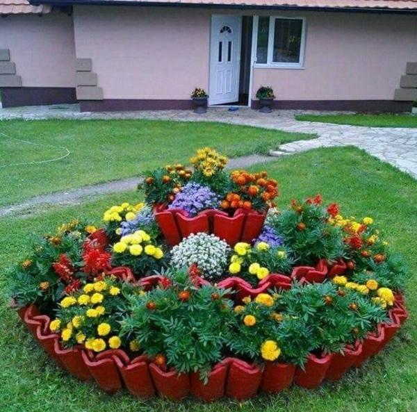 fabriquer déco jardin en tuiles de terre cuite plate-bande de fleurs diy