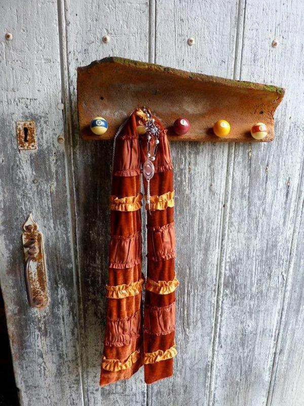 fabriquer déco jardin en tuiles de terre cuite porte-manteua diy