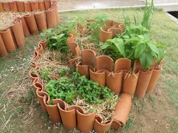 fabriquer déco jardin en tuiles de terre cuite pot de plantes diy