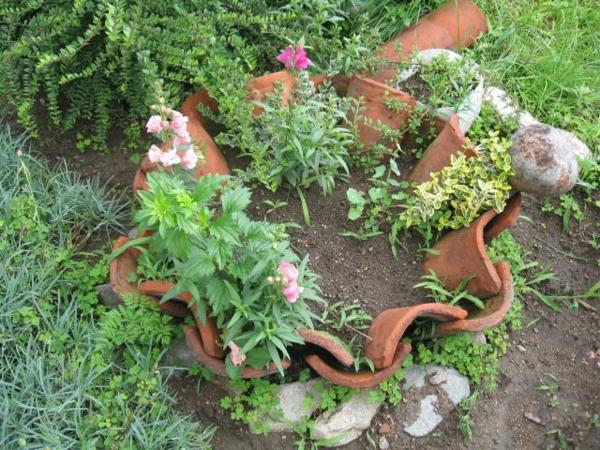 fabriquer déco jardin en tuiles de terre cuite pot géant diy