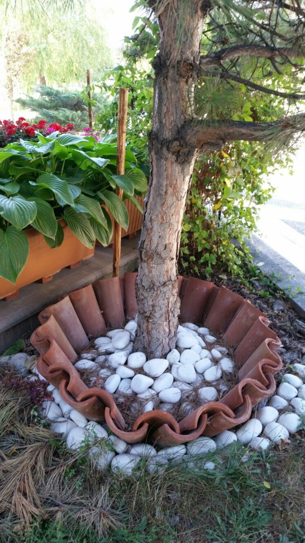 fabriquer déco jardin en tuiles de terre cuite pot pour arbre