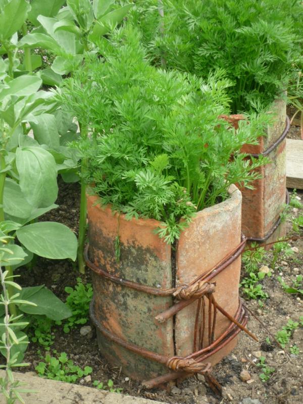 fabriquer déco jardin en tuiles de terre cuite pot pour végétaux diy