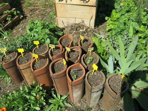 fabriquer déco jardin en tuiles de terre cuite pots pour semis diy
