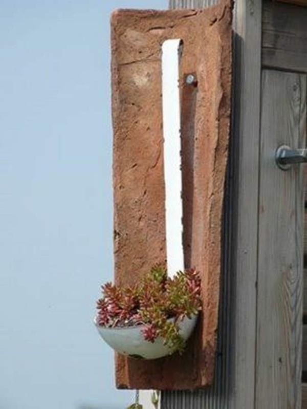 fabriquer déco jardin en tuiles de terre cuite support à plante suspendue diy