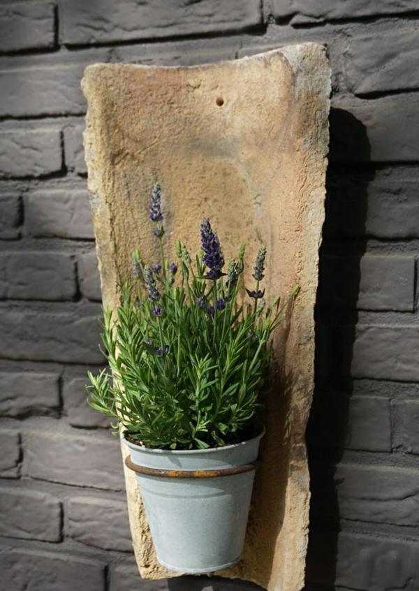 fabriquer déco jardin en tuiles de terre cuite support pour pot suspendu