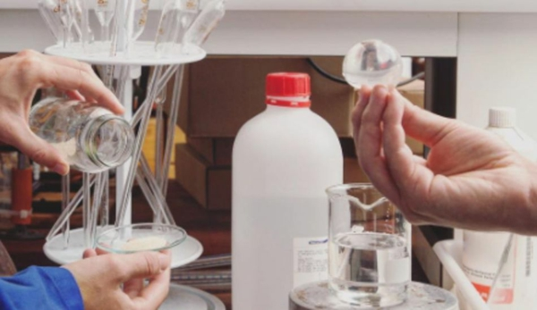 fabriquer vous-même une bouteille d'eau comestible biodégradable