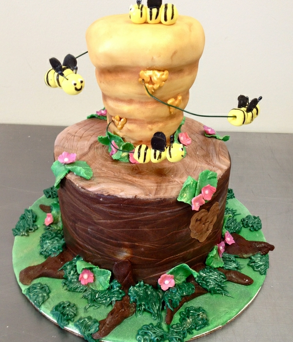 gâteau nid d'abeille et tronc d'arbre