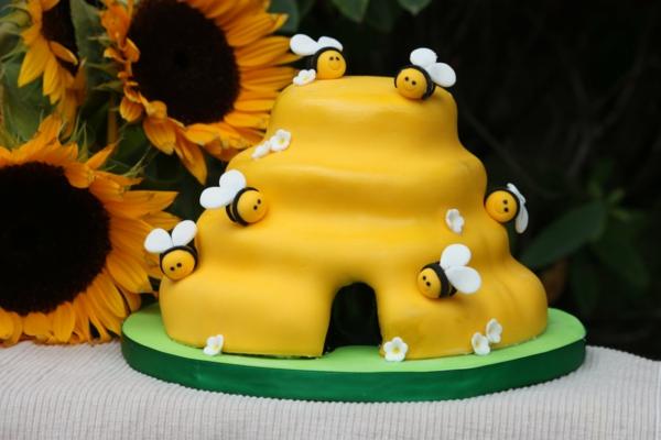 gâteau nid d'abeille glaçage pâte à sucre