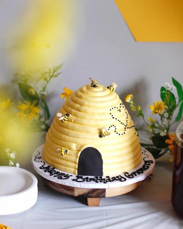 gâteau nid d'abeille pour anniversaire
