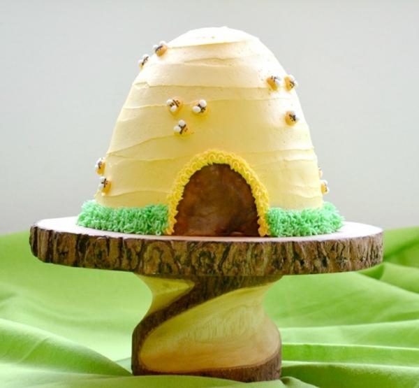gâteau nid d'abeille recouvert de crème au beurre