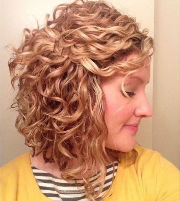 les cheveux frisés jolies ondulations