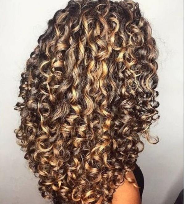 les cheveux frisés une vraie féérie