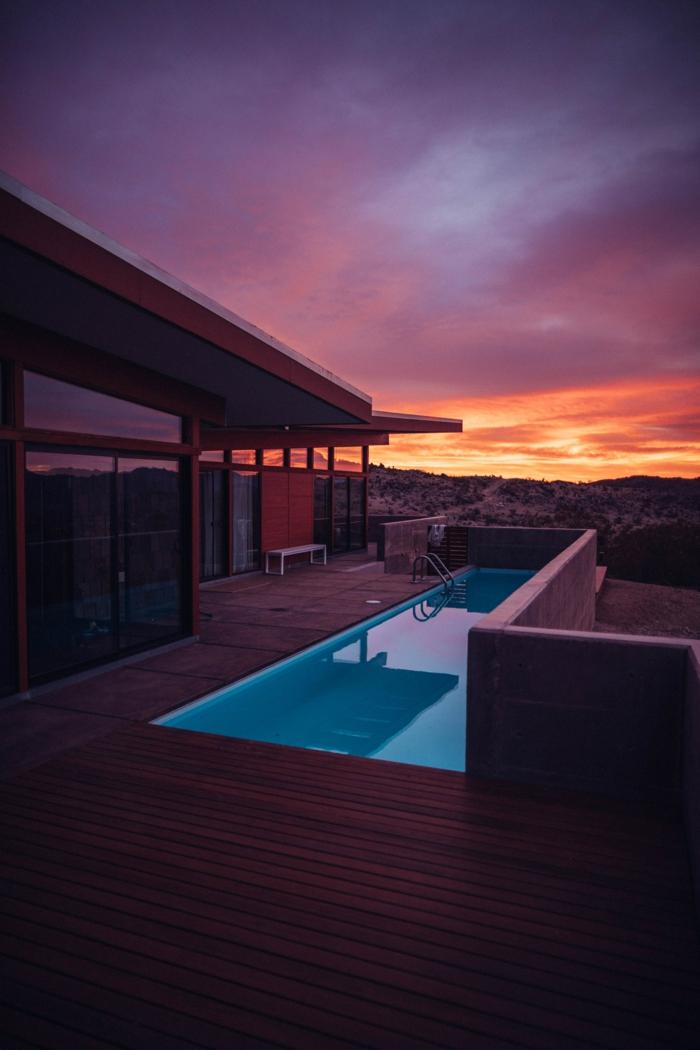 maison tendance idée éclairage piscine-resized