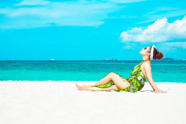 maquillage à la plage sur le sable