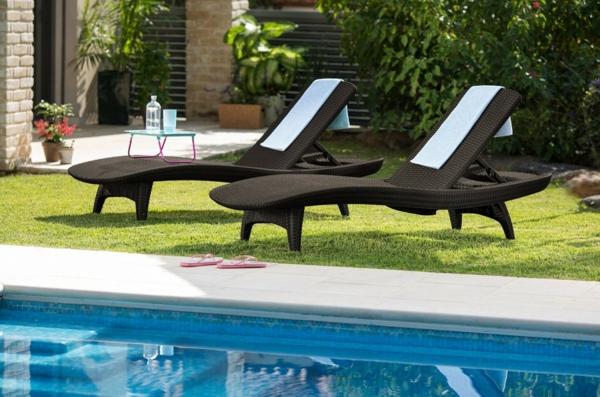 modèle de chaise longue d'extérieur bain de soleil luxueux en rotin foncé