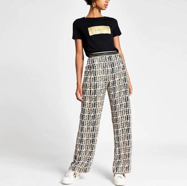 pantalon fluide à imprimés t-shirt noir