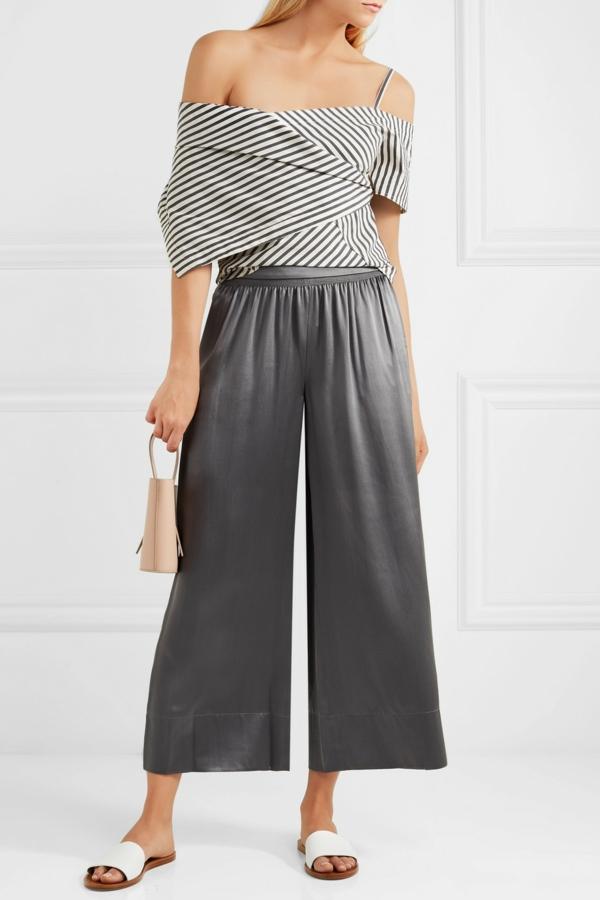 pantalon fluide en satin gris top aux épaules nues
