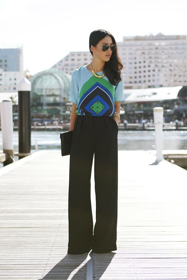 pantalon fluide noir t-shirt coloré