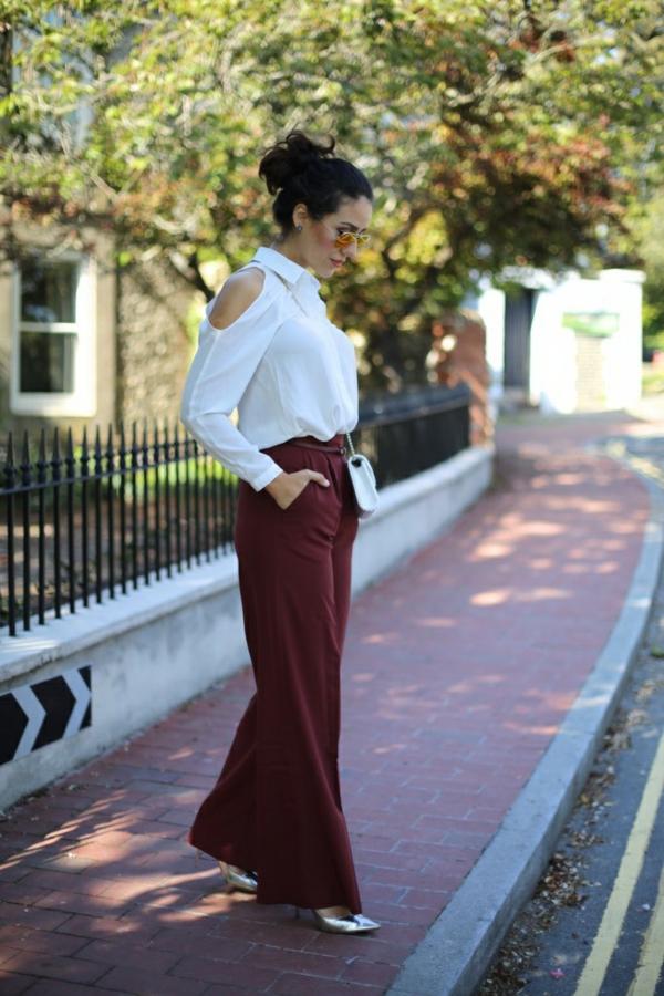 pantalon fluide rouge foncé chemise blanche manches longues